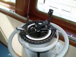 ripetitrice-della-girobussola-con-cerchio-azimutale-di-nesw